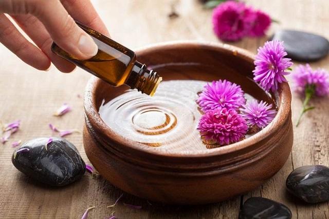 Guía básica sobre la aromaterapia y los aceites esenciales: origen, usos y efectos