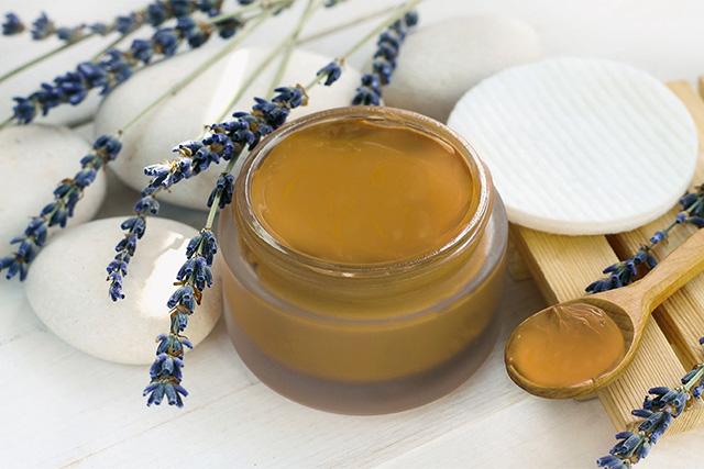 Gel de limpieza facial para pieles normales con jabón base