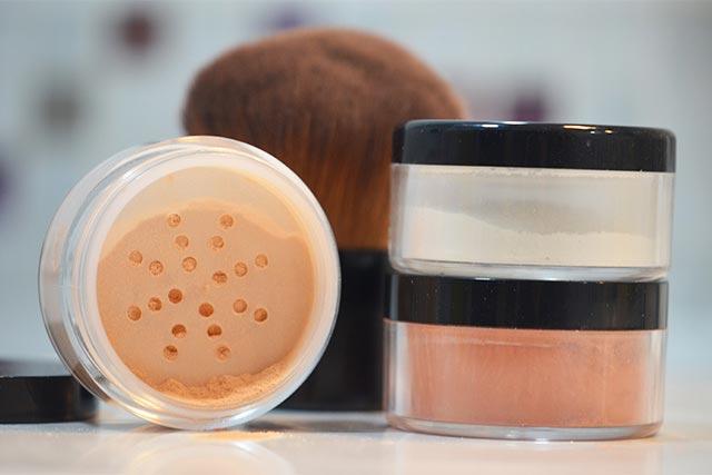Polvos fijadores para cosmética natural