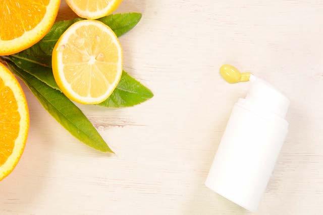 Receta Contorno de ojos rejuvenecedor con vitamina C y manzanilla