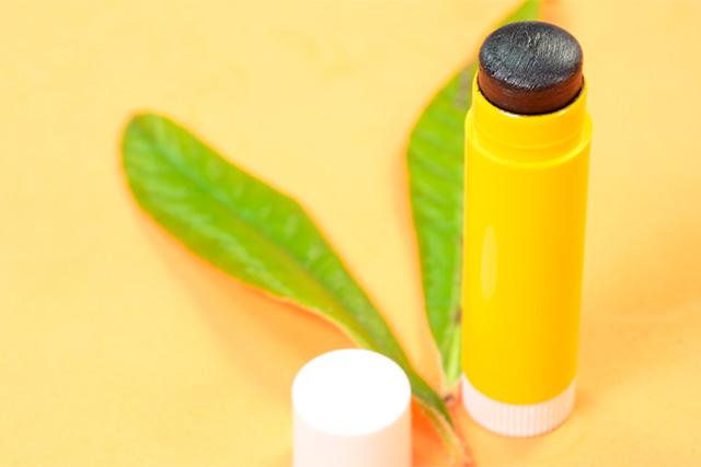 Receta Stick labial negro con carbón activado y manteca de mango
